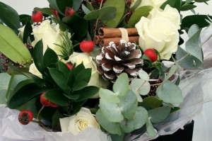 sposarsi-a-natale-fiori-e-pigne